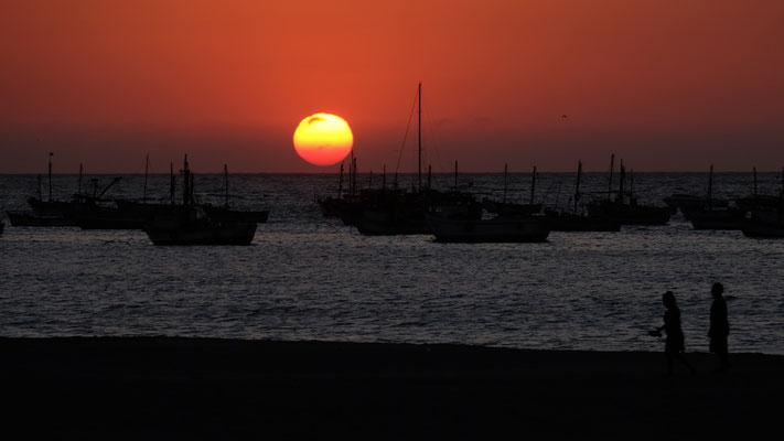 Nachher gibt es den obligaten herrlichen Sonnenuntergang.