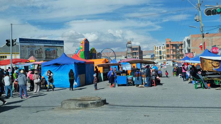 In Uyuni findet ein riesiger Markt mit Kirmes statt.