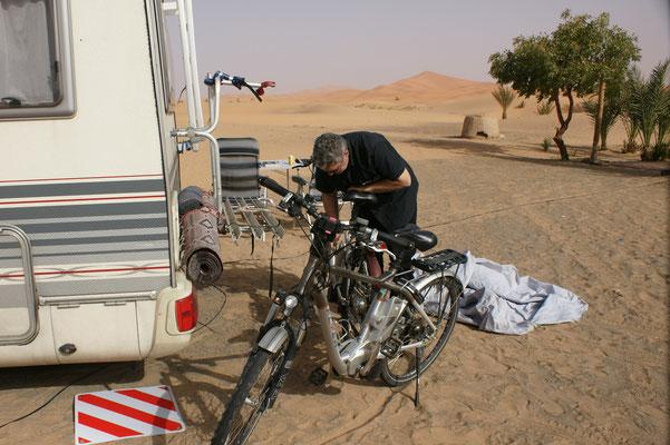 Erstmals werden die Fahrräder fahrbereit gemacht