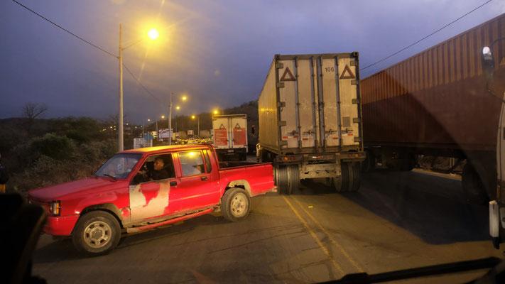 ... bis wir an den Lastwagen erstmal scheitern.