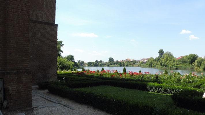Der Mogosoaja - Palast liegt am Fluss