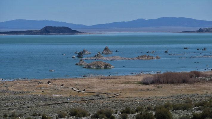 Wir verlassen den Kratersee mit seinen Tuffsteinen....