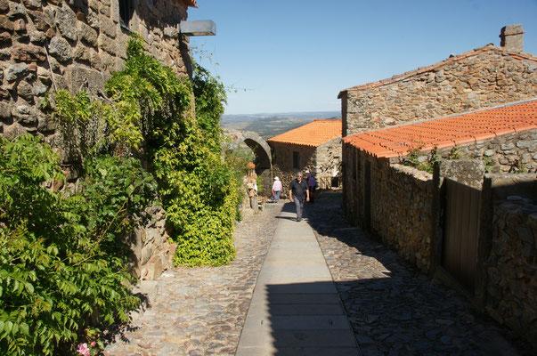 Rein in die Mauern von Castelo Rodrigo