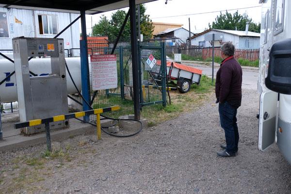 ... nach Coyhaique wo es das lang ersehnte Gas für uns gibt.