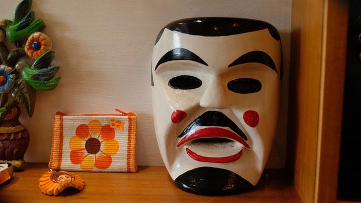 Die weissen Masken, symbolisieren die Ankunft der weissen Männer