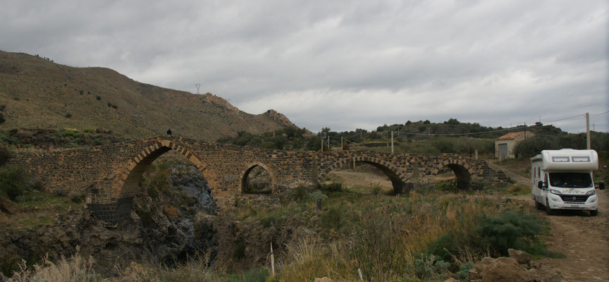 Unser Stellplatz an der Sarazenen Brücke
