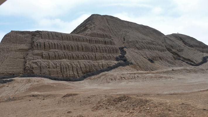 Der 11-stöckige Huaca de Sol