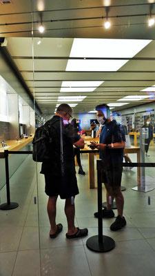 ....gibt es einen Apple Store mit strengen Corona Regeln......