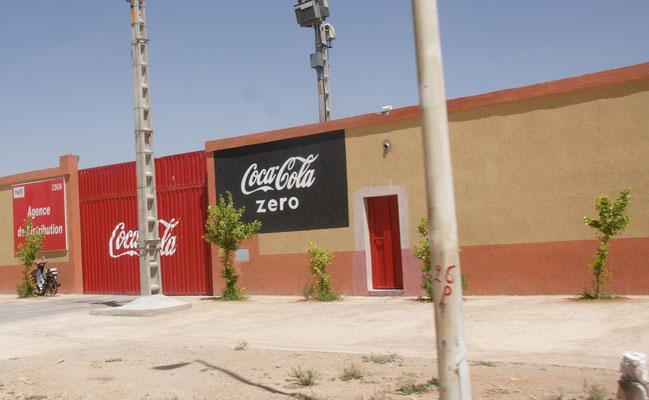 Hier in Errachidia wird Alois Lieblingsgetränk, Cola Zero verteilt.