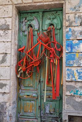 Gut gesichert die Tür oder das Rad, je nach gusto.