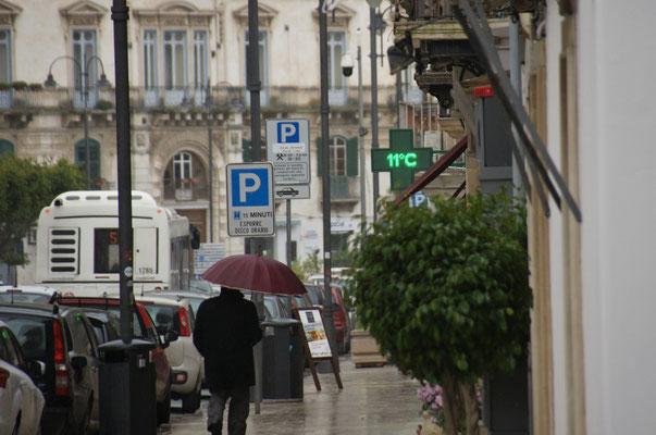 Man beachte die Temperatur und den Schirm , brrrr....
