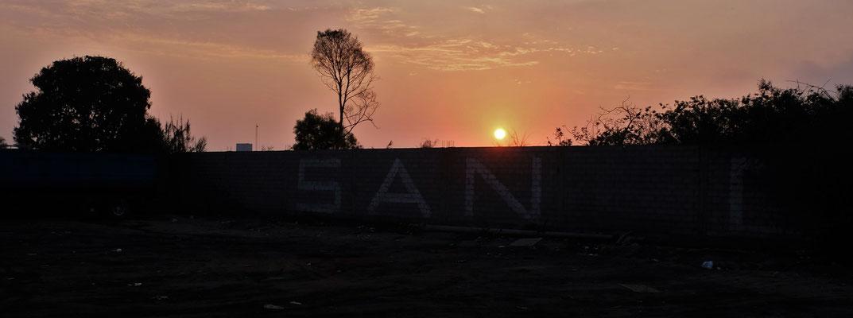 .... auf den LKW-Parkplatz, der beim Sonnenuntergang richtig romantisch aussieht.