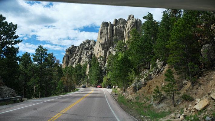 """Hier gäbe es noch viele Felsen, wo Köpfe """"reingeschnitzt"""" werden könnten"""