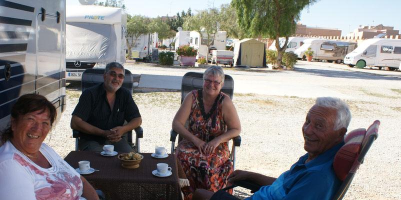 Feiner Kaffee und Gebäck bei Eva und Christian