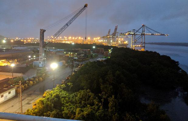 Wir legen an im Hafen von Santos