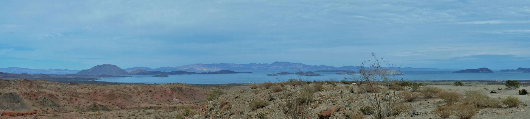 Blick auf die Bahia de los Angeles mit den vorgelagerten Inselchen