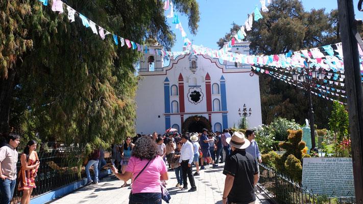 Auch die Kirche dabei ist gut besucht