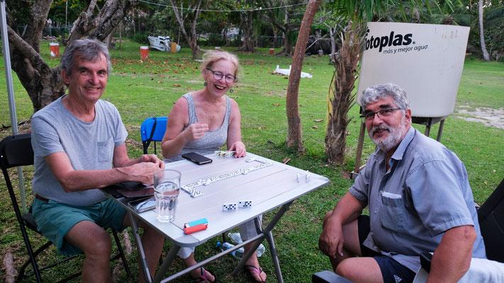 Natürlich frönen wir auch einem vonserem gemeinsamen Hobby, dem Sielen. Hier in Mexiko dem Domino
