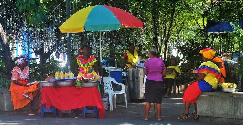 die kreolischen Frauen, haben sich wohl eher für die Touristen eingekleidet