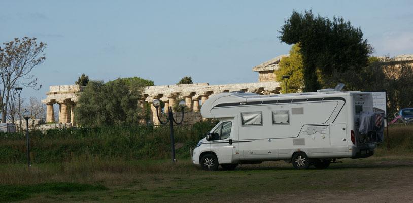 Selten steht man näher an den archäologischen Ausgrabungen. Paestum.
