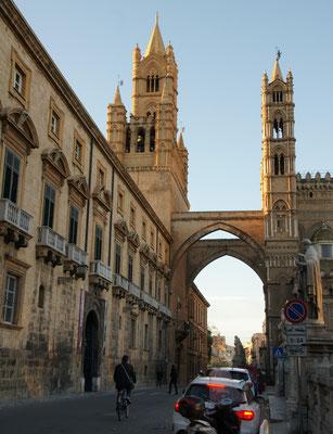 Das Tor bei der Kathedrale von Palermo