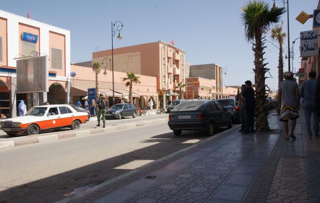 Breite Hauptstrasse in Es Smara
