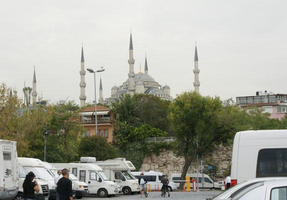 .. mit Sicht auf die blaue Moschee