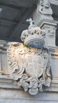 Die Krone über dem Rathaus von Viano do Castelo