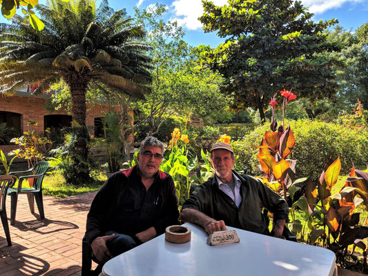 Mit Victor verbringen wir manche unterhaltsame und informative Stunden im Garten des Hotel Florida