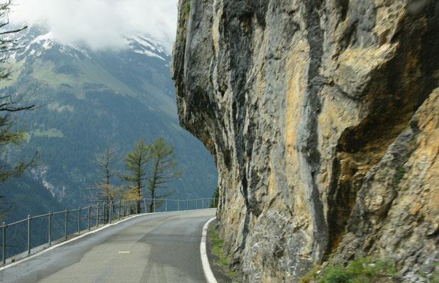 Gegen Altdorf runter ist die Strasse recht schmal. Vorsicht ist geboten.