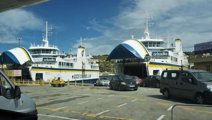 Zuerst alle raus und dann wir rein von Gozo nach Malta eine knappe halbe Stunde