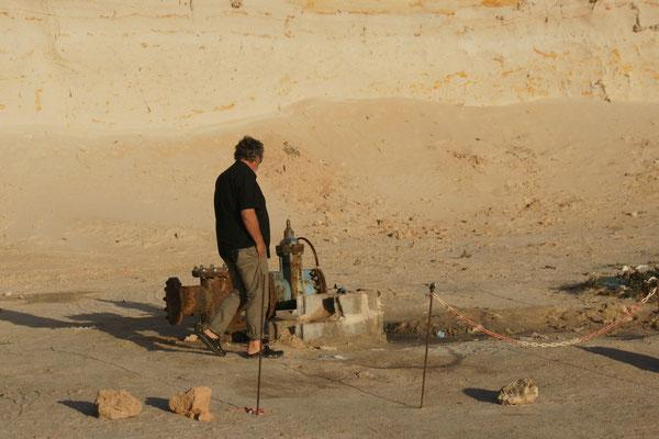 Hier wird das Grundwasser raufgepumpt beim km 25 in Dakhla