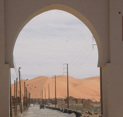 Hier geht es wieder raus in die Wüste. Merzouga