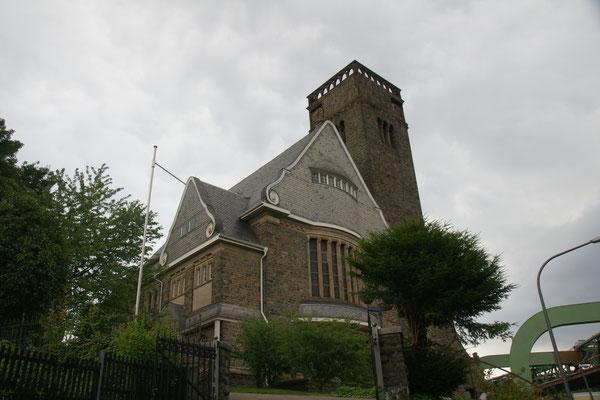 Die Kirche nah beim Stadion und unserem Stellplatz