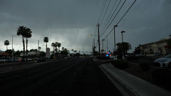 Dann wird es echt dunkel in Vegas und die Himmelsschleusen öffnen sich
