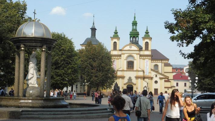 Iwano- Frankiwsk Kathedrale von aussen....