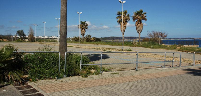 In le Castello ist der grosse Parkplatz einfach verrammelt, aber......