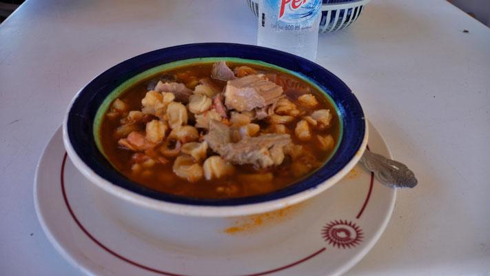 Pozole eine Nationalspeise. Mhmmmmm, so fein. Ich liebe Suppe, auf welche Art auch immer.