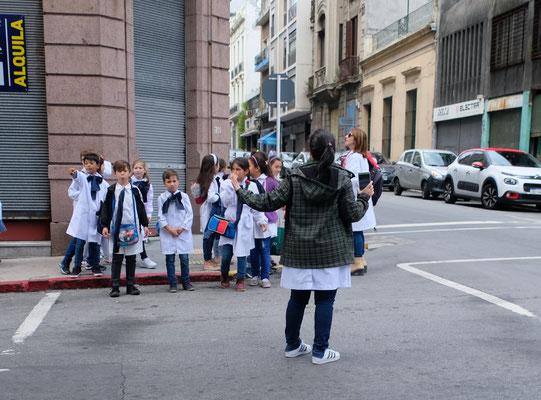 Uniformen für die Schüler obligatorisch