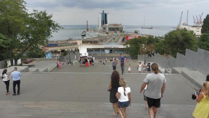 Einmal die Potjemkinsche Treppe in Odessa von oben....