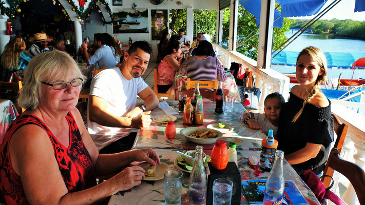 Mit dem Zahnarzt Jaime, Simone und Malea am Fluss zum Fischessen