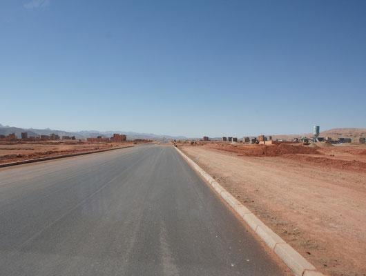 Superstrasse zwischen Tinerhir und Boumalne