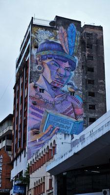 Riesige Wandmalereien gibt es ....