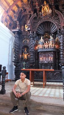 Das Innere der pompösen Kirche.