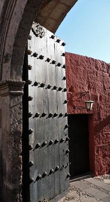 Das Tor zum Kloster Santa Catalina