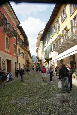Einkaufsstrasse in Cannobio, Italien