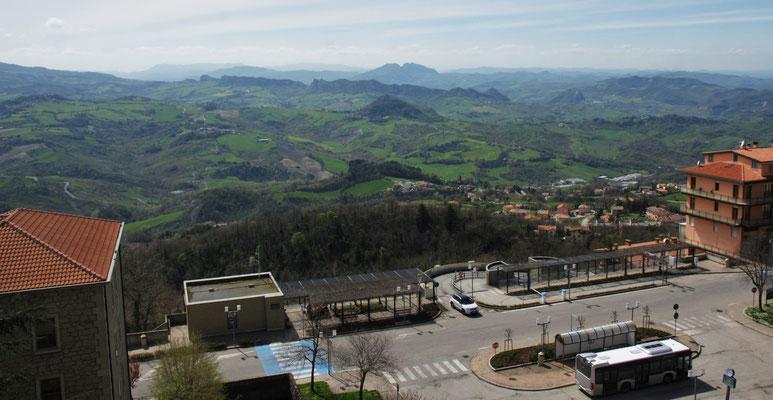 Und schnell mittels Personenlifte hoch bei der Altstadt San Marino