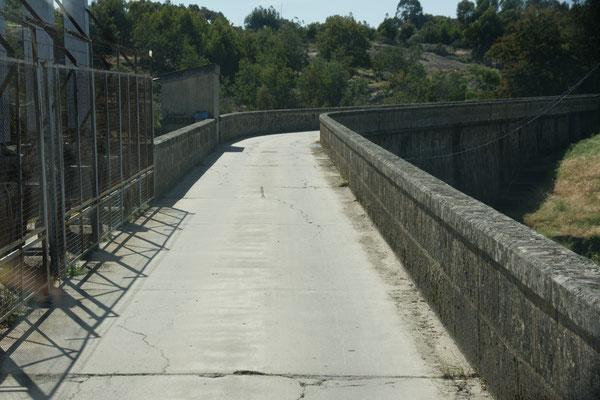 ...und schmale Brücken