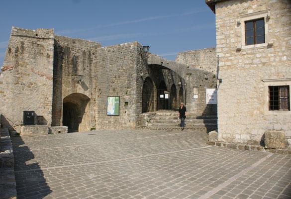 Die Festung mit dem Museum, oberhalb der Altstadt von Ulcinj