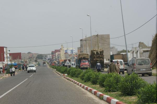Markt in einem Dorf auf der Strecke